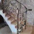 ограждение лестницы в дом